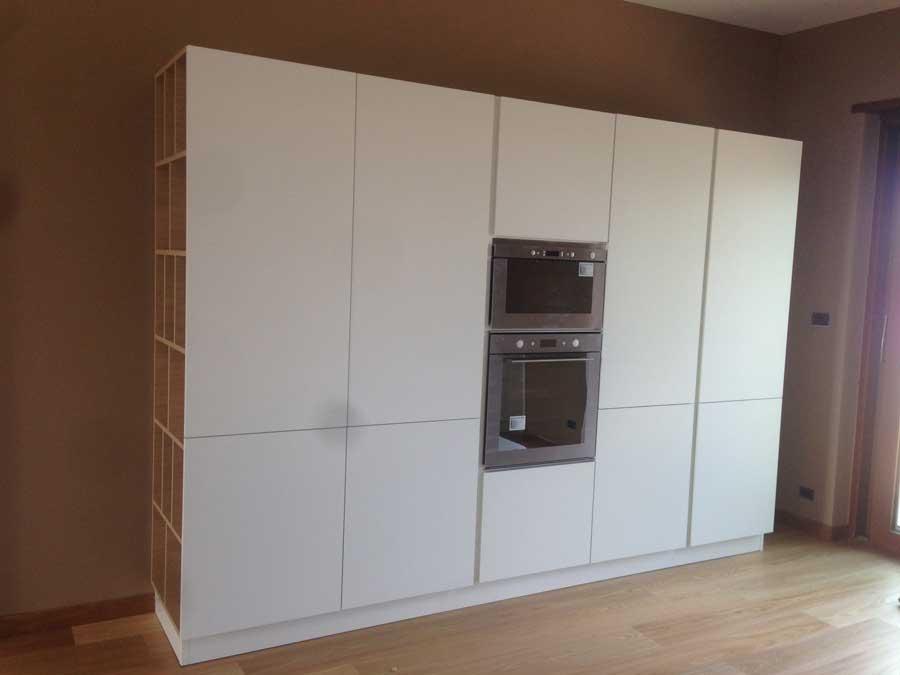 Arrex sole una cucina lineare con colonne dispensa for Parete attrezzata in muratura